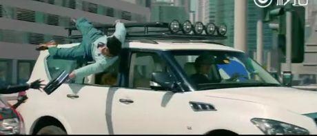 E-kip Thanh Long pha huy xe cua hoang tu Dubai va 70 sieu xe - Anh 11