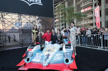 E-kip Thanh Long pha huy xe cua hoang tu Dubai va 70 sieu xe - Anh 1