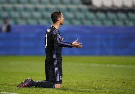 Nghich ly bong vang rot trung Ronaldo - Anh 3