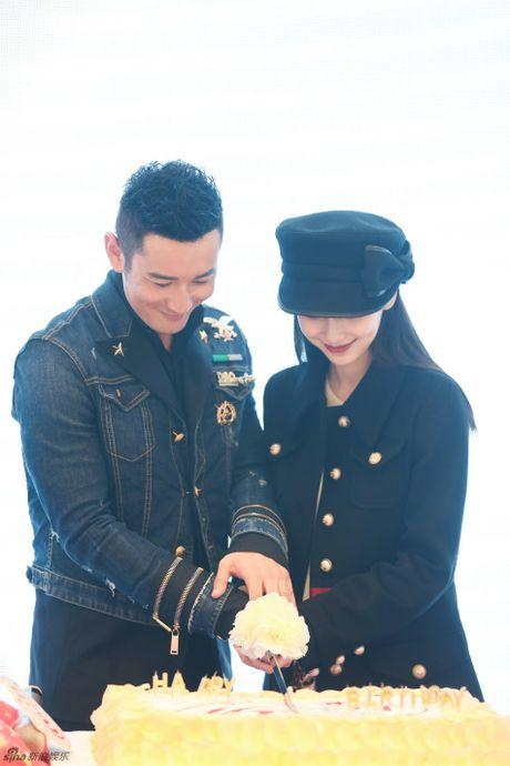Angelababy khe ne bung bau den chuc mung Huynh Hieu Minh - Anh 3