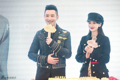 Angelababy khe ne bung bau den chuc mung Huynh Hieu Minh - Anh 4