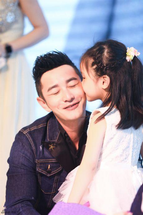 Angelababy khe ne bung bau den chuc mung Huynh Hieu Minh - Anh 7