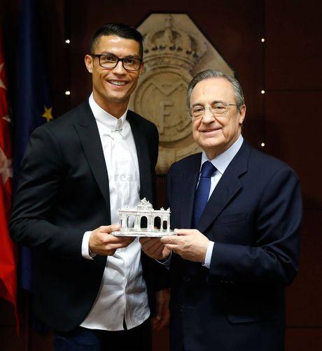 Ronaldo nhan luong nua trieu bang voi hop dong moi - Anh 3