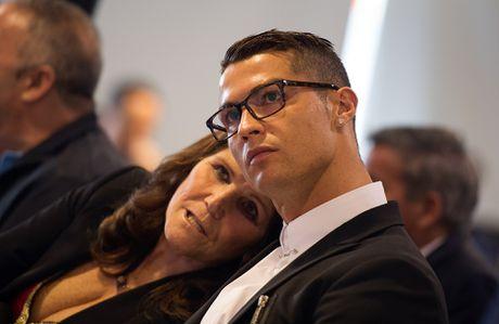 Ronaldo nhan luong nua trieu bang voi hop dong moi - Anh 5