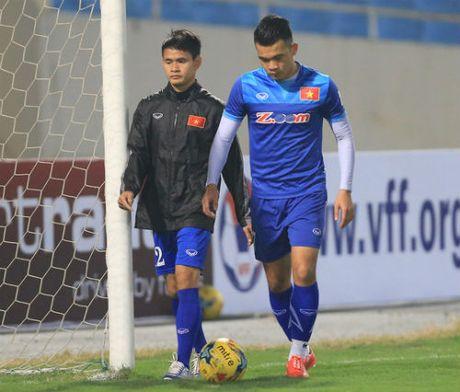 Hoc tro cung HLV Huu Thang lo tran gap Indonesia - Anh 1
