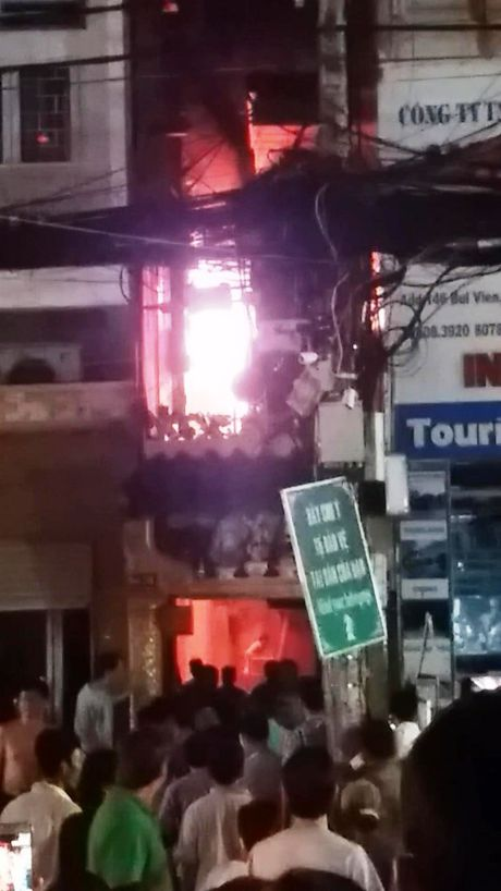 Chay lon o pho Tay, hang tram nguoi hoang loan - Anh 1