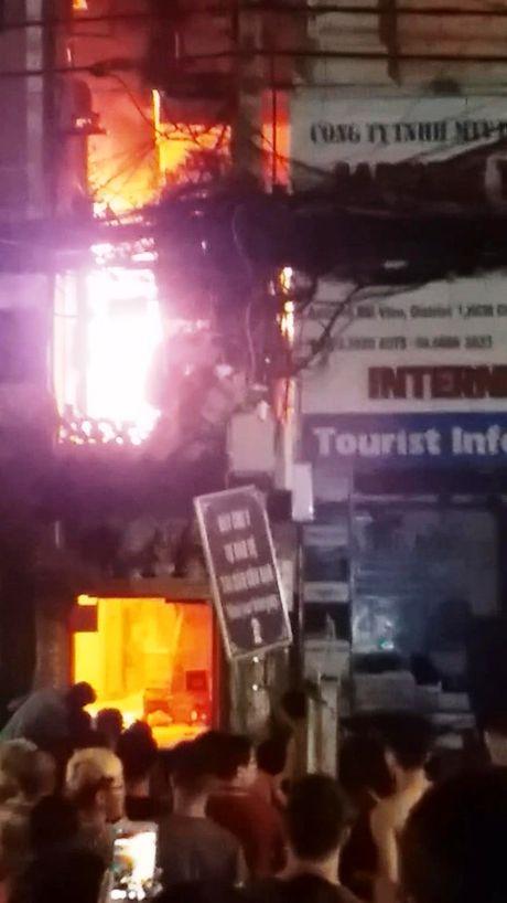 Chay lon o pho Tay, hang tram nguoi hoang loan - Anh 2