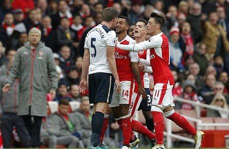 Wenger chi trich trong tai sau tran hoa that vong voi Tottenham - Anh 4