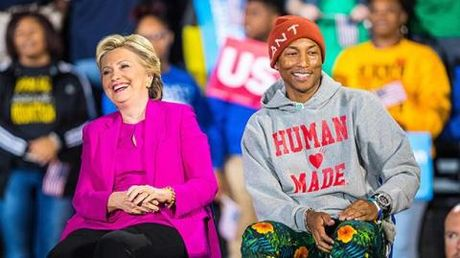 Pharrell Williams keu goi phu nu bo phieu cho ba Hallary Clinton, 'hay cuu dat nuoc nay' - Anh 1
