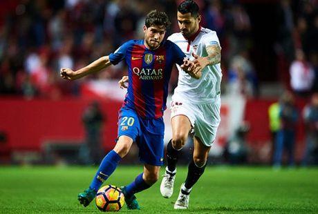 Cham diem Sevilla 1-2 Barca: Messi che mo tat ca - Anh 4