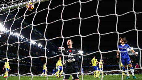 Alexis Sanchez 'muoi mat' cung doi hinh te nhat vong 11 Premier League - Anh 2