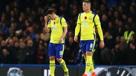 Alexis Sanchez 'muoi mat' cung doi hinh te nhat vong 11 Premier League - Anh 7