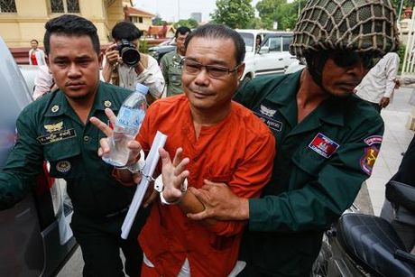 "Thu tuong Campuchia canh bao ""cach mang mau"" - Anh 2"
