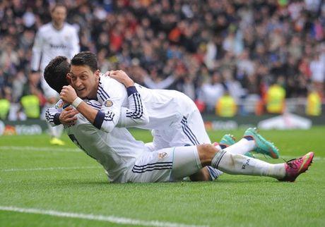 Oezil hoan thien hon nho Ronaldo - Anh 1