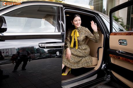 Ly Nha Ky ngoi sieu xe sang Rolls-Royce 40 ty du su kien - Anh 1