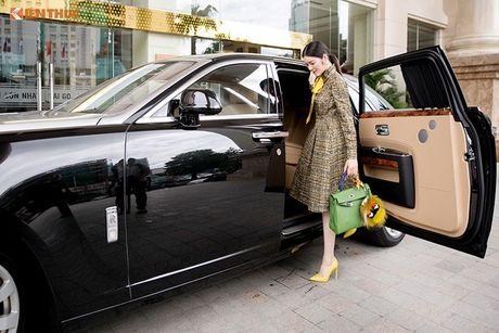 Ly Nha Ky ngoi sieu xe sang Rolls-Royce 40 ty du su kien - Anh 2