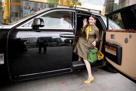 Ly Nha Ky ngoi sieu xe sang Rolls-Royce 40 ty du su kien - Anh 3