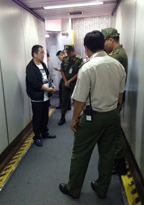 Bat qua tang khach Trung Quoc an cap tren chuyen bay TP HCM-Ha Noi - Anh 1
