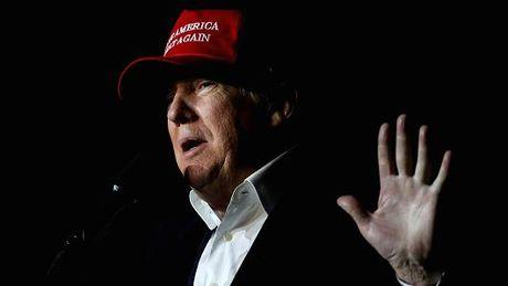 Ba Clinton trang an, ong Trump chi trich he thong gian lan - Anh 1