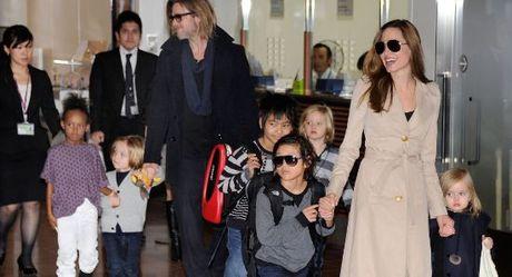 Angelina Jolie va Brad Pitt dat thoa thuan ve quyen nuoi con - Anh 1
