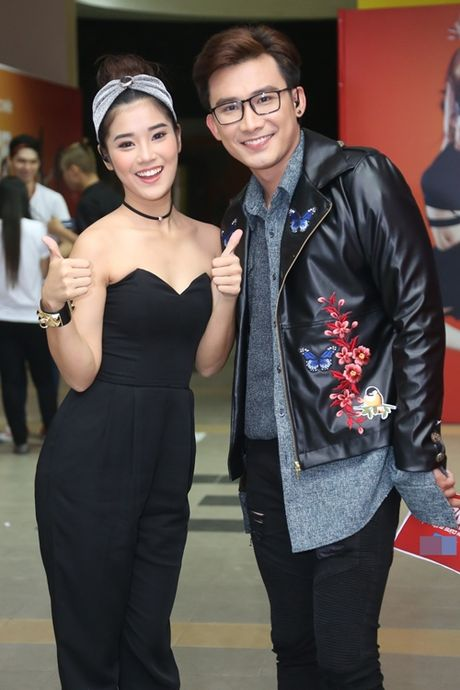 Pham Huong duoc fan san don nhiet tinh - Anh 12