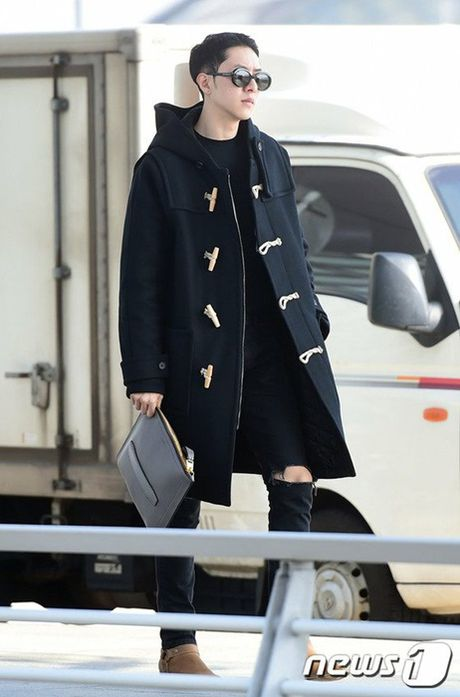 Seo Hyun, Krystal nhot nhat, mat ngai ngu khi ra san bay - Anh 10