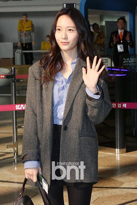 Seo Hyun, Krystal nhot nhat, mat ngai ngu khi ra san bay - Anh 2