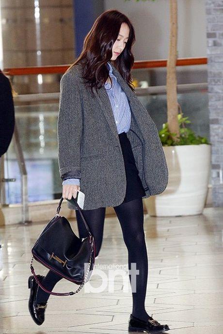 Seo Hyun, Krystal nhot nhat, mat ngai ngu khi ra san bay - Anh 3