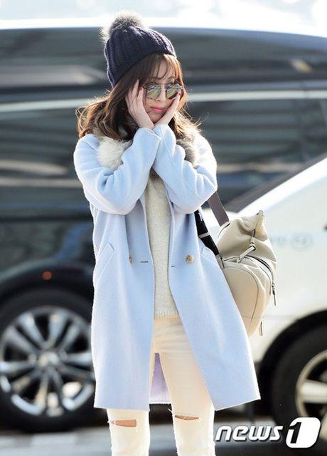 Seo Hyun, Krystal nhot nhat, mat ngai ngu khi ra san bay - Anh 4