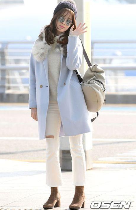 Seo Hyun, Krystal nhot nhat, mat ngai ngu khi ra san bay - Anh 6