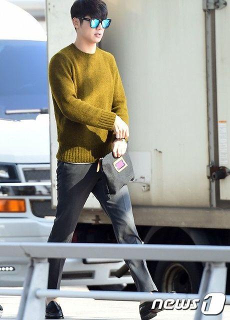 Seo Hyun, Krystal nhot nhat, mat ngai ngu khi ra san bay - Anh 7