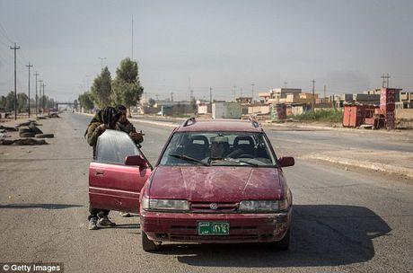 IS dien cuong tan sat 100 dan thuong khi thao chay o Mosul - Anh 7