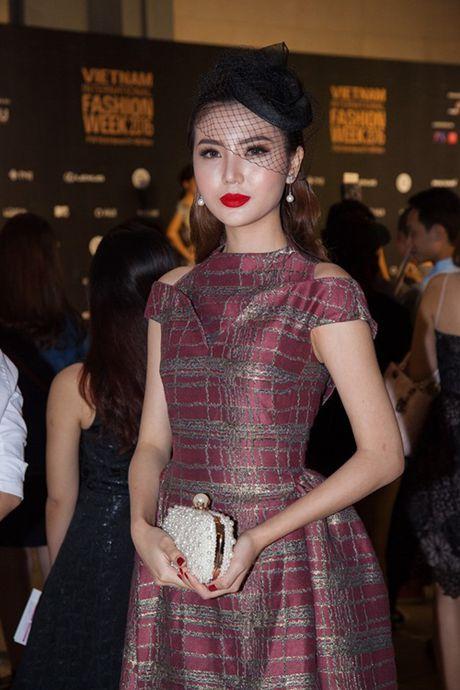 Hoa hau Do My Linh va NTK Duc Hung 'do dang' tren tham do - Anh 10