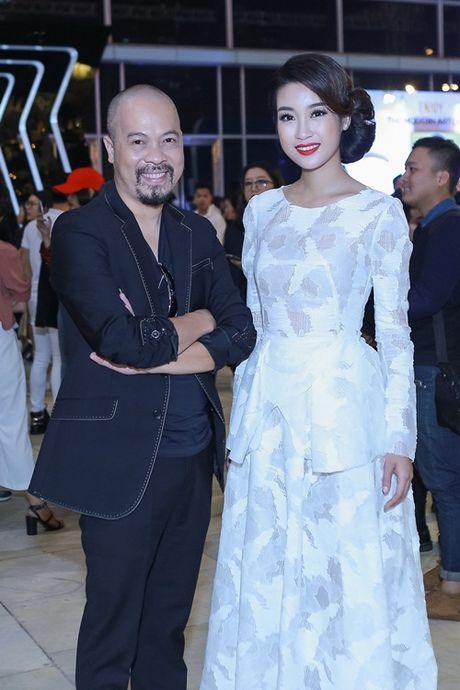 Hoa hau Do My Linh va NTK Duc Hung 'do dang' tren tham do - Anh 6