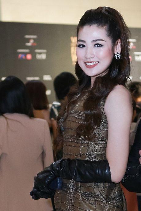 Hoa hau Do My Linh va NTK Duc Hung 'do dang' tren tham do - Anh 7