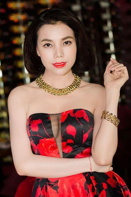 Sao Viet 'bien dang' sau tham my: Sac dep va su canh tinh - Anh 8