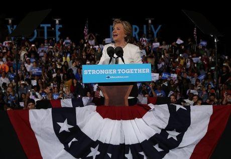 Cuoc chay dua vao Nha Trang: Hillary Clinton da cam chac chien thang? - Anh 2