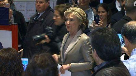Bau cu My: Gia dinh Clinton da di bo phieu (Cap nhat) - Anh 1