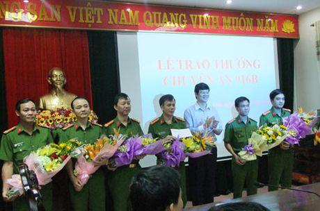 Trao thuong Ban chuyen an pha vu danh bac tien ty - Anh 2