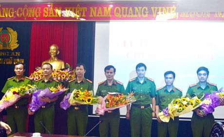 Trao thuong Ban chuyen an pha vu danh bac tien ty - Anh 3
