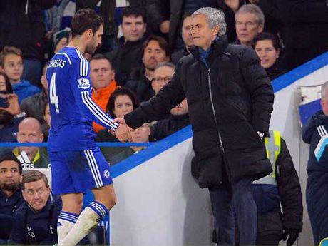 """""""Dom lua"""" o MU: Mourinho dung lai """"tu thieu"""" - Anh 2"""