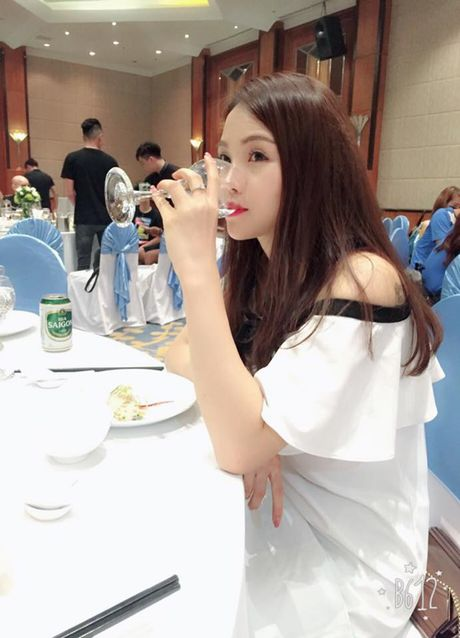 Bat ngo nhan sac nhu hotgirl cua chi gai Mac Hong Quan - Anh 4