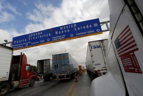 Nguoi Mexico lo lang khung hoang kinh te o bien gioi neu Trump dac cu - Anh 1