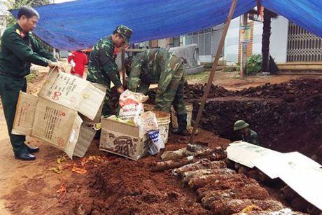 Dak Lak: Phat hien kho dan phao trong khu dan cu - Anh 1