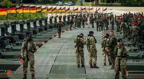 So Nga, NATO dat 30 van quan trong the 'canh giac cao do' - Anh 1