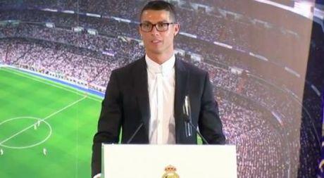 Ronaldo: 'Toi se choi bong dinh cao them 10 nam nua' - Anh 1