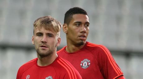 Tu choi thi dau, Shaw va Smalling co the phai roi Man United - Anh 1