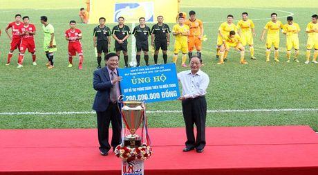 Tap doan Truyen thong Thanh Nien giup 200 trieu dong cho dong bao mien Trung bi thien tai - Anh 1