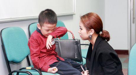 Van Hugo do danh con trai chon dong nguoi - Anh 1
