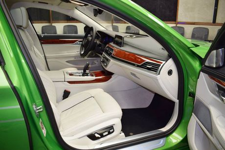 Mat mat voi sieu sedan BMW Alpina B7 2017 mau Java Green - Anh 10